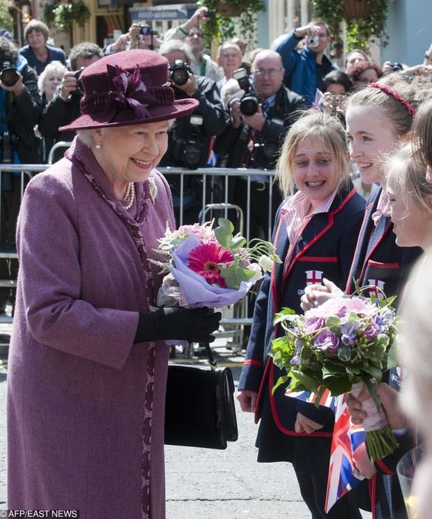 Những lần quy định Hoàng gia Anh bị phá tan bởi chính Nữ hoàng Elizabeth II: Ai mà nghĩ Nữ hoàng cũng có lúc nổi loạn đến vậy - Ảnh 8.