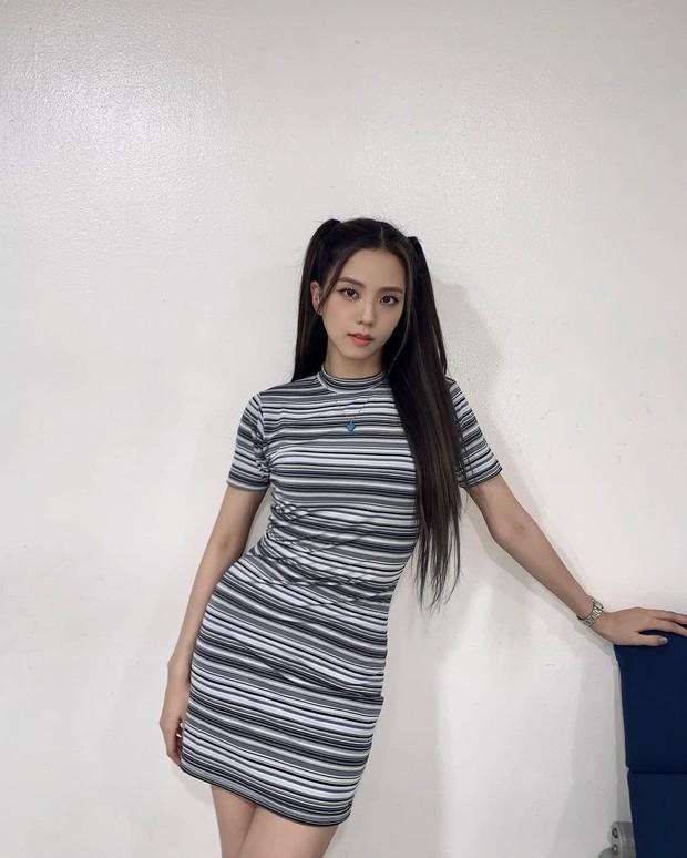 Jisoo lại đổi style diện váy, chuyển hẳn sang hệ tiểu thư nhà giàu chứ không còn xì tin như trước kia nữa - Ảnh 9.