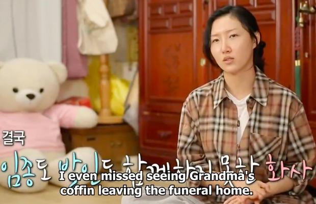 Dàn sao Hàn bật khóc khi thấy cảnh Hwasa (MAMAMOO) về thăm nhà người bà quá cố - Ảnh 4.