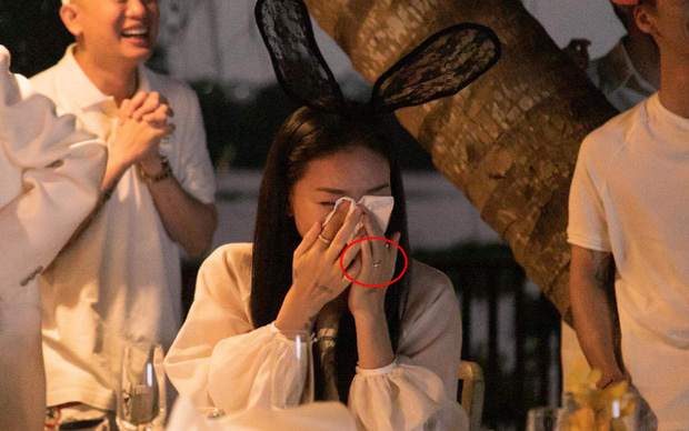 """Nghi vấn sinh nhật biến thành lễ cầu hôn của Ngô Thanh Vân - Huy Trần, """"hint"""" từ chiếc nhẫn đến status ẩn ý của Jun Phạm - Ảnh 2."""