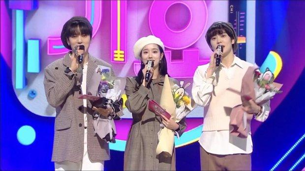 Bộ 3 MC rời Inkigayo lên top 1 trending toàn cầu: Ai cũng rưng rưng xúc động, diện outfit như ngày đầu tiên làm fan không nỡ chia tay - Ảnh 2.