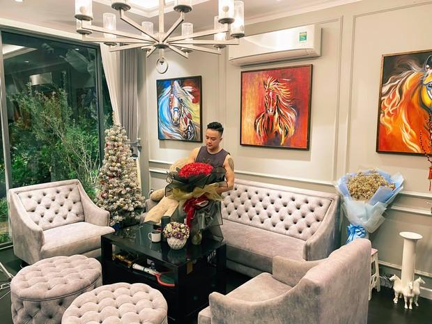 Vbiz có nam ca sĩ là đại gia bất động sản, biệt thự ở Sài Gòn, Đà Lạt, Đà Nẵng nhiều đếm không xuể - Ảnh 2.