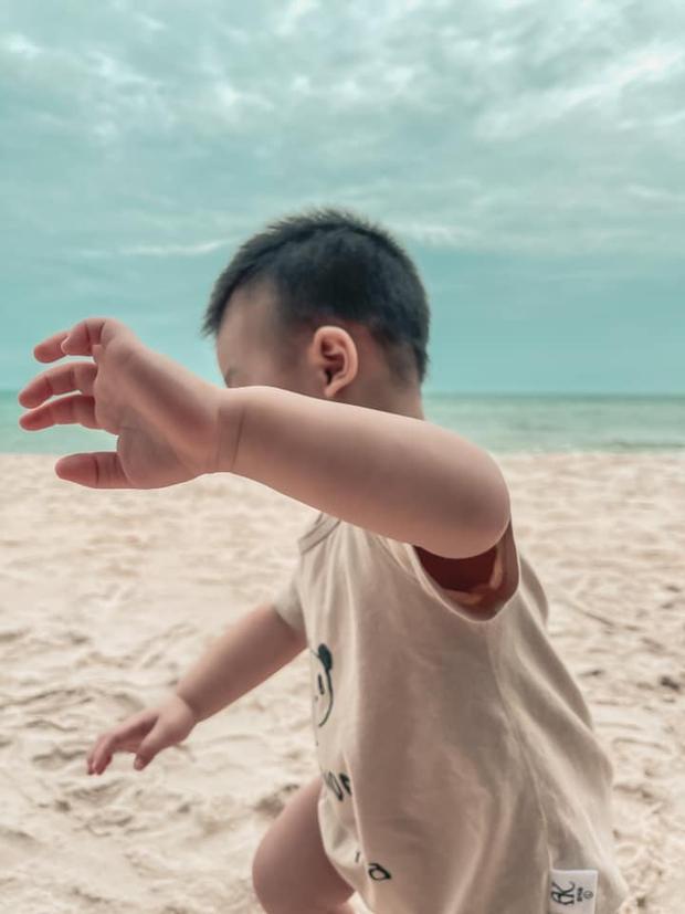 Người chơi hệ điệu từ bé gọi tên quý tử nhà Lan Khuê: Trùm như ninja ra biển, nghe lí do đằng sau mới ngã ngửa - Ảnh 4.