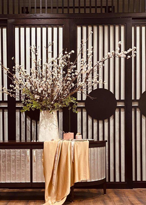 Nữ CEO cao tay phối hoa với tranh khiến không gian vừa sang trọng vừa tinh tế 10 điểm - Ảnh 8.