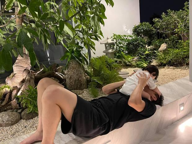 """Đàm Thu Trang khoe biểu cảm """"cưng xỉu"""" của ái nữ, Cường Đô La chốt hạ 2 chữ là biết vị trí của mẹ bỉm trong nhà! - Ảnh 6."""