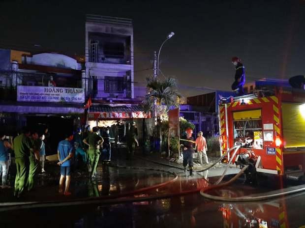 Nhà 2 tầng ở Sài Gòn bốc cháy, 2 nữ sinh viên thoát nạn nhờ tiếng đập cửa của tài xế Grab - Ảnh 1.
