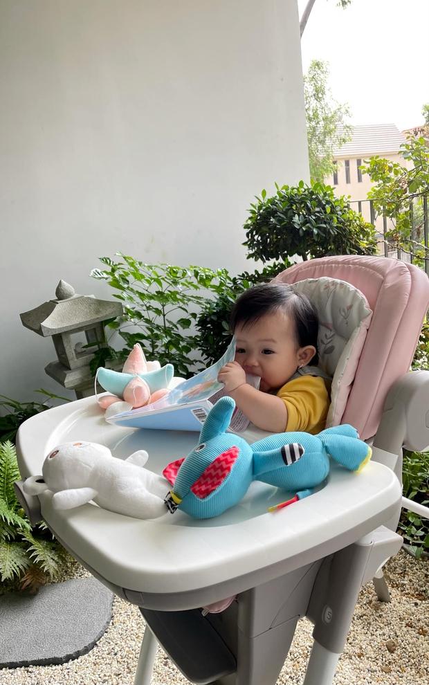 """Đàm Thu Trang khoe biểu cảm """"cưng xỉu"""" của ái nữ, Cường Đô La chốt hạ 2 chữ là biết vị trí của mẹ bỉm trong nhà! - Ảnh 2."""