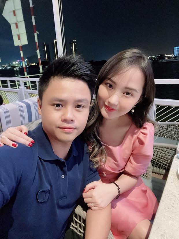 Bà xã Phan Thành để lộ vòng 2 lùm lùm, tiết lộ tăng 3kg trong 1 tháng từ siêu đám cưới - Ảnh 1.