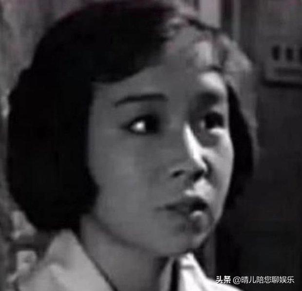 Báo Trung tung ảnh Dung Ma Ma hồi 26 tuổi, nhan sắc xinh đẹp được so sánh tựa Song Hye Kyo - Ảnh 2.