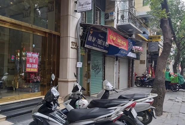 Khách sạn, cửa hàng Hà Nội lại treo biển cho thuê - Ảnh 1.
