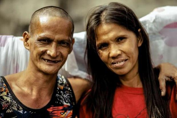 Được nhà hảo tâm giúp đỡ, cặp đôi U60 nghèo nhặt ve chai quay ngoắt 180 độ với bộ ảnh cưới đậm chất fashionista, ai xem cũng trố mắt - Ảnh 1.