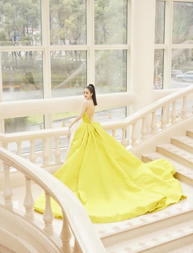 Màn đọ sắc khốc liệt nhất Cbiz hôm nay: Angela Baby hoá công chúa Belle, so kè từng milimet với Nhiệt Ba - Triệu Lệ Dĩnh - Ảnh 36.