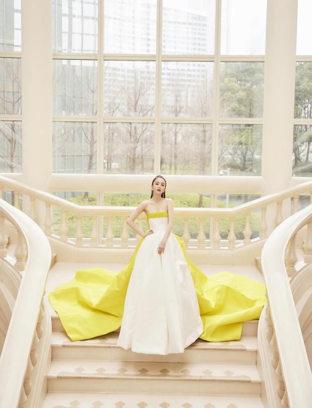 Màn đọ sắc khốc liệt nhất Cbiz hôm nay: Angela Baby hoá công chúa Belle, so kè từng milimet với Nhiệt Ba - Triệu Lệ Dĩnh - Ảnh 35.
