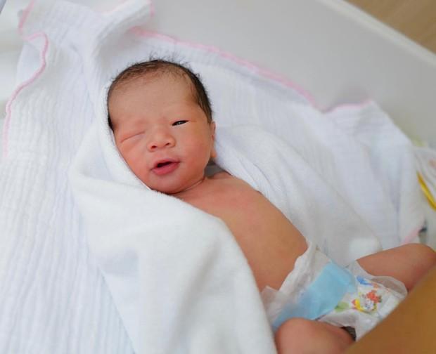 JustaTee cuối cùng cũng công khai diện mạo con trai, tiết lộ luôn tên và bí danh của bé - Ảnh 3.
