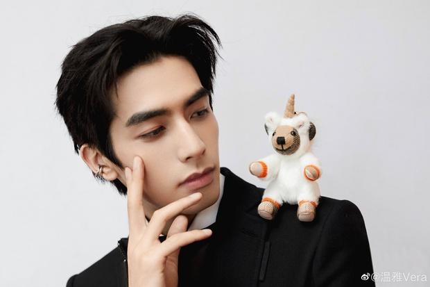 Tống Uy Long bị nhầm lẫn với thí sinh hot của Sáng Tạo Doanh 2021 khiến netizen tranh cãi căng thẳng - Ảnh 2.
