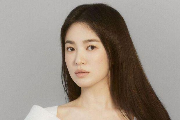 Báo Trung tung ảnh Dung Ma Ma hồi 26 tuổi, nhan sắc xinh đẹp được so sánh tựa Song Hye Kyo - Ảnh 4.