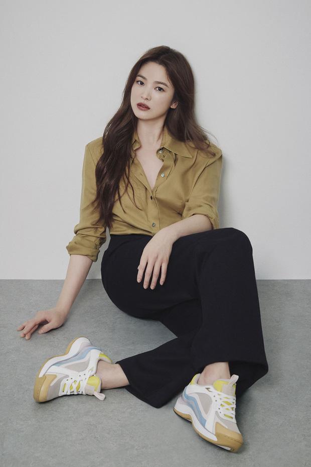 Nhìn Song Hye Kyo makeup nhạt đã quen, nhưng nhìn cô biến hình makeup đậm qua ảnh của fan thì bạn sẽ ngỡ ngàng - Ảnh 3.