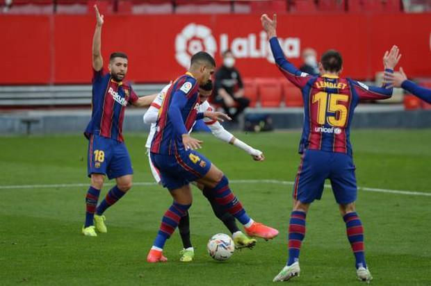 Messi tỏa sáng rực rỡ, Barcelona tạm chiếm giữ vị trí của đại kình địch Real - Ảnh 4.