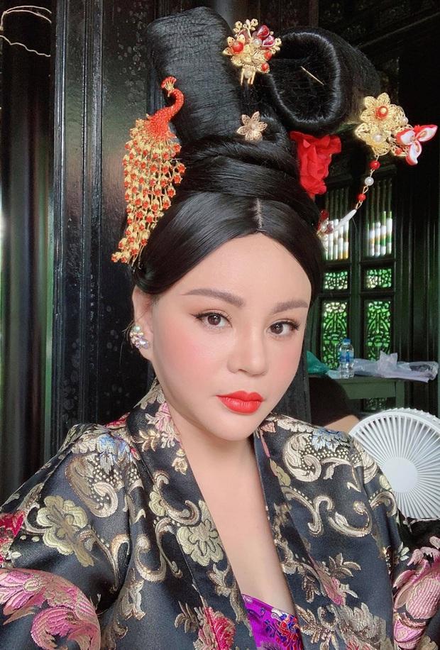 Nữ hoàng dao kéo Lê Giang kể về kỉ lục phẫu thuật thẩm mỹ: Tôi sửa mũi 10 lần, mắt 1 lần, cằm 2 lần, lấy cả sụn tai đắp vào mũi - Ảnh 5.