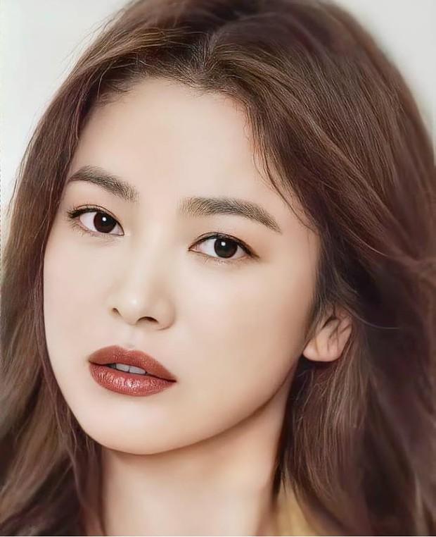 Nhìn Song Hye Kyo makeup nhạt đã quen, nhưng nhìn cô biến hình makeup đậm qua ảnh của fan thì bạn sẽ ngỡ ngàng - Ảnh 6.