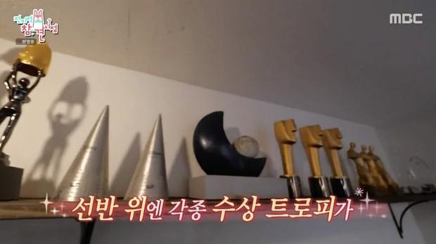 Bi Rain lần đầu hé lộ tổ ấm trăm tỷ với Kim Tae Hee: Tầng 1 rộng bao la chỉ để tập gym, góc giải thưởng khủng chiếm spotlight - Ảnh 7.