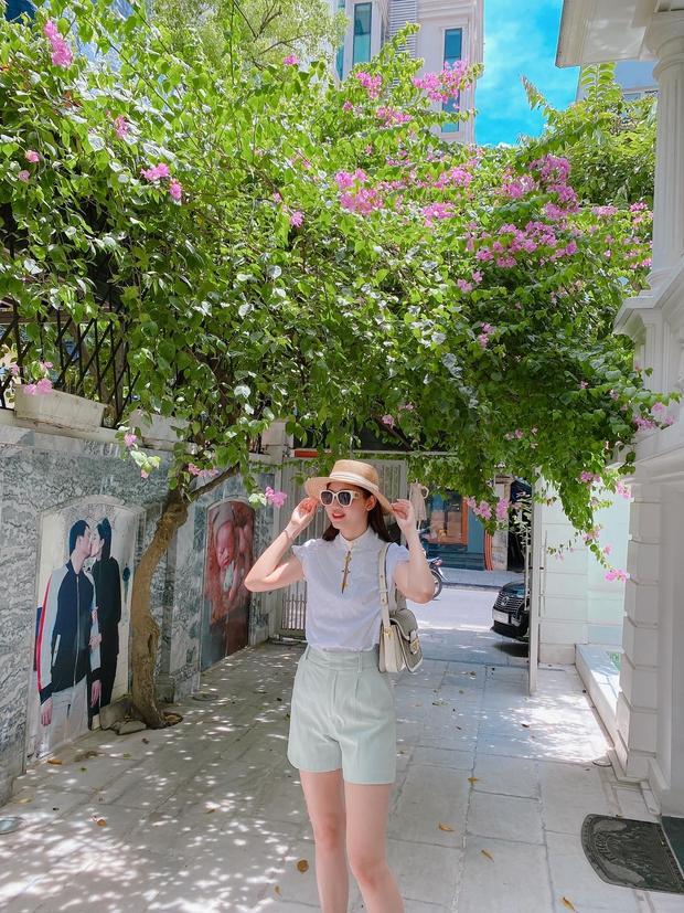 Á hậu Thanh Tú khoe cuộc sống sang chảnh trong căn biệt thự trắng, trang trí cổng nhà bằng cả ảnh chồng con - Ảnh 4.