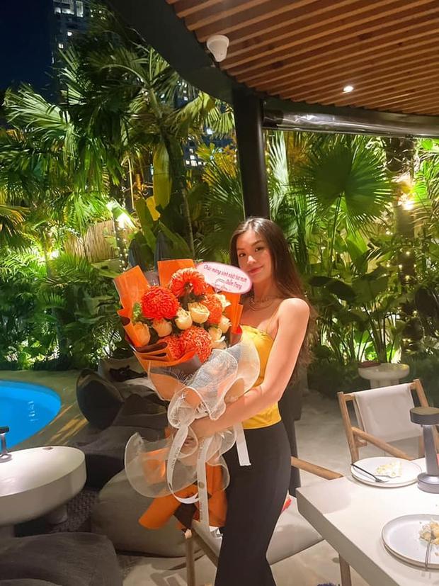 Dàn hậu Vbiz dự tiệc sinh nhật Á hậu Diễm Trang, ai dè chiếm luôn spotlight: Nhan sắc 2 cô dâu mới Tường San - Thuý An gây chú ý! - Ảnh 4.