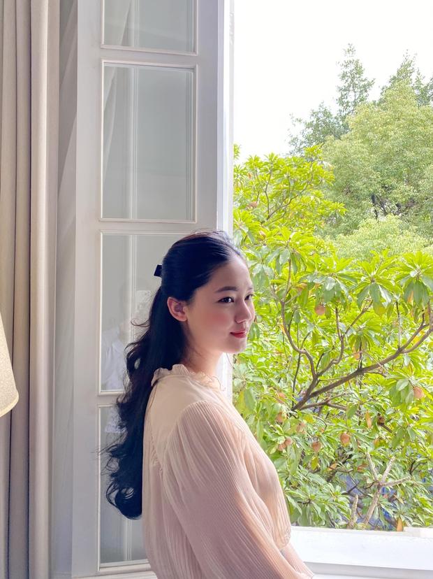 Á hậu Thanh Tú khoe cuộc sống sang chảnh trong căn biệt thự trắng, trang trí cổng nhà bằng cả ảnh chồng con - Ảnh 14.