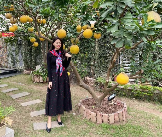 Á hậu Thanh Tú khoe cuộc sống sang chảnh trong căn biệt thự trắng, trang trí cổng nhà bằng cả ảnh chồng con - Ảnh 12.