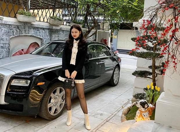 Á hậu Thanh Tú khoe cuộc sống sang chảnh trong căn biệt thự trắng, trang trí cổng nhà bằng cả ảnh chồng con - Ảnh 3.