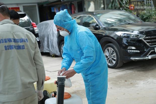 Có ca mắc Covid-19 ghé qua, VP Đăng ký đất đai Hà Nội phải tạm dừng dừng hoạt động, tiến hành khử khuẩn - Ảnh 5.