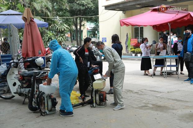 Có ca mắc Covid-19 ghé qua, VP Đăng ký đất đai Hà Nội phải tạm dừng dừng hoạt động, tiến hành khử khuẩn - Ảnh 4.