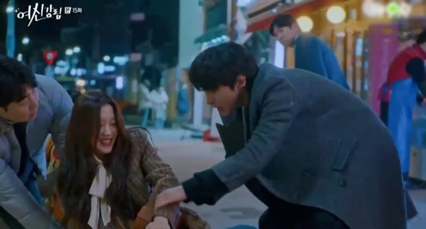 Vừa chia tay Cha Eun Woo, Moon Ga Young đã vội khóa môi Hwang In Yeop ở True Beauty tập 15? - Ảnh 3.