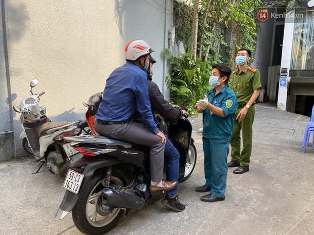 Cận cảnh quán cafe, quán ăn và tiệm massage ở Sài Gòn bị phong toả vì công chứng viên mắc Covid-19 từng ghé qua - Ảnh 2.