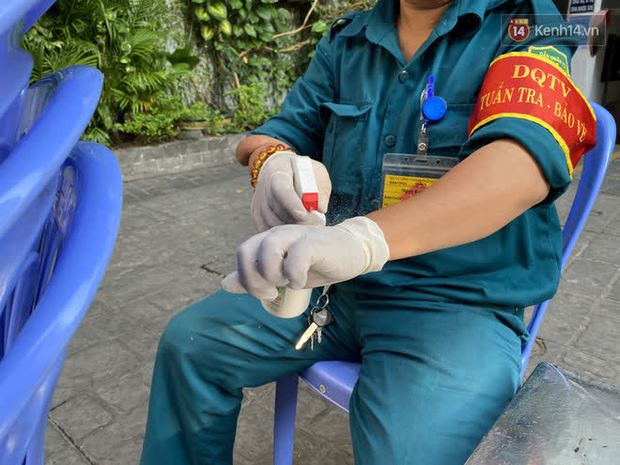 Cận cảnh quán cafe, quán ăn và tiệm massage ở Sài Gòn bị phong toả vì công chứng viên mắc Covid-19 từng ghé qua - Ảnh 3.