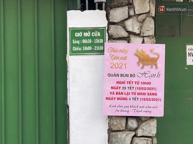 Cận cảnh quán cafe, quán ăn và tiệm massage ở Sài Gòn bị phong toả vì công chứng viên mắc Covid-19 từng ghé qua - Ảnh 7.