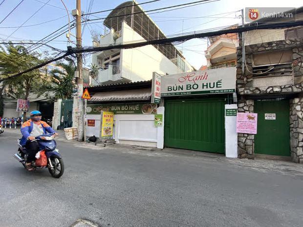Cận cảnh quán cafe, quán ăn và tiệm massage ở Sài Gòn bị phong toả vì công chứng viên mắc Covid-19 từng ghé qua - Ảnh 6.