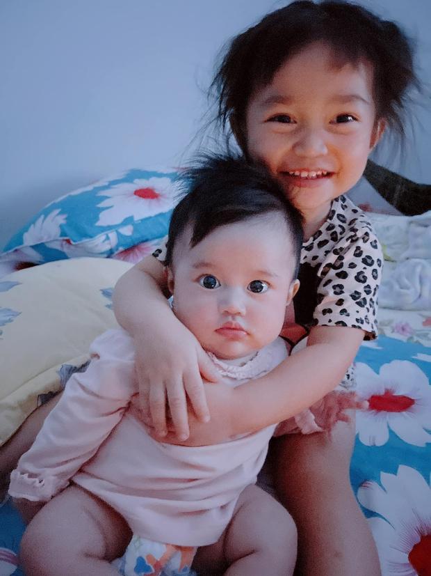 Con gái 4 tuổi của Lê Dương Bảo Lâm áp lực đến mức bật khóc vì... đeo vàng đầy người - Ảnh 6.