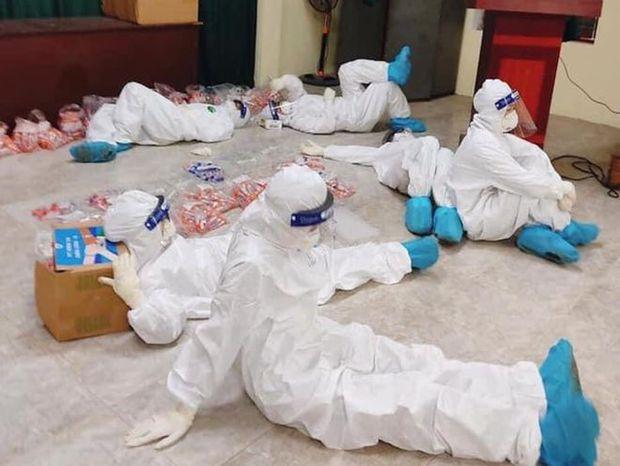 Nữ nhân viên y tế ngất xỉu khi giúp sức chống dịch ở Hải Dương - Ảnh 2.
