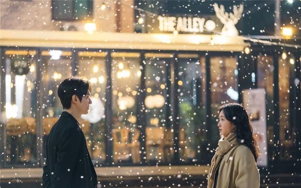True Beauty tung ảnh mới, vô tình spoil luôn cái kết happy ending cho Moon Ga Young - Cha Eun Woo - Ảnh 5.