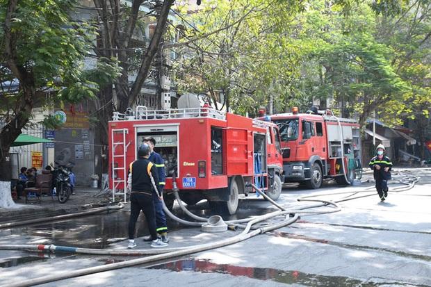 Bà hỏa thiêu rụi nhà hàng lớn giữa trung tâm TP Hải Phòng  - Ảnh 2.