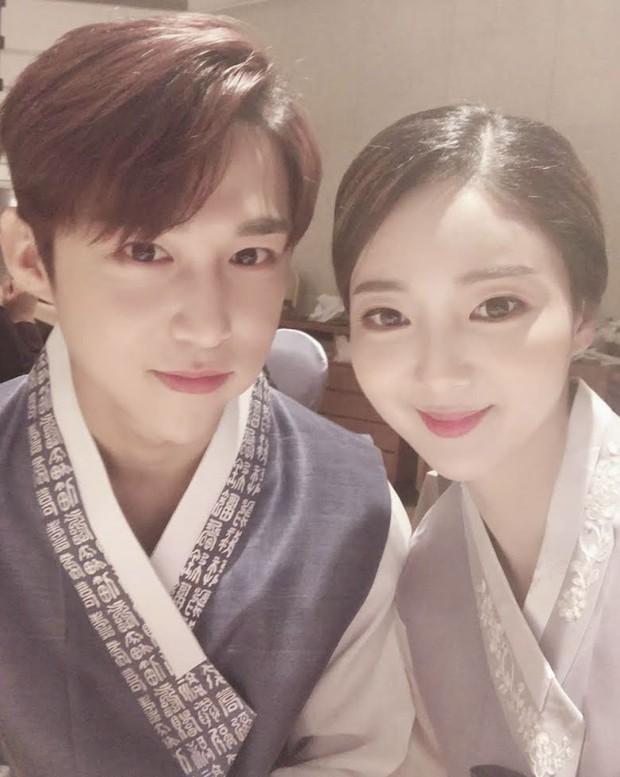 Cựu idol Kpop kể chuyện hẹn hò như phim kinh dị: Để bạn gái chui vào vali, rùng mình chi tiết về mái tóc - Ảnh 2.