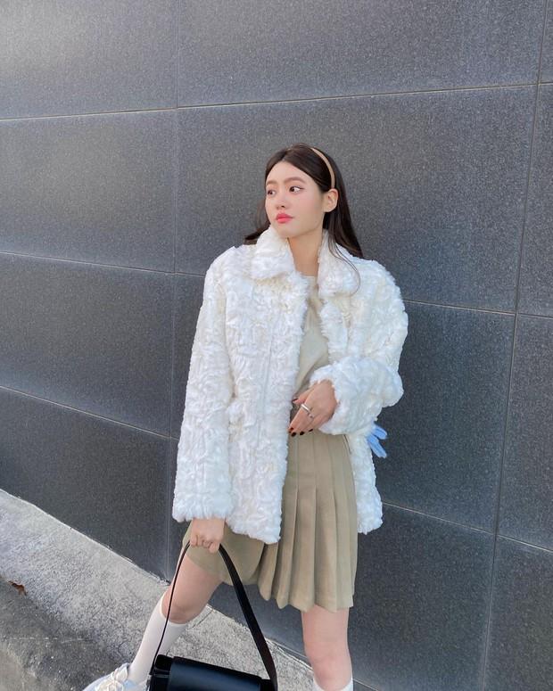 Diện váy theo những công thức chuẩn Hàn này là suốt mấy ngày Tết bạn sẽ đều có outfit đẹp để du xuân - Ảnh 9.