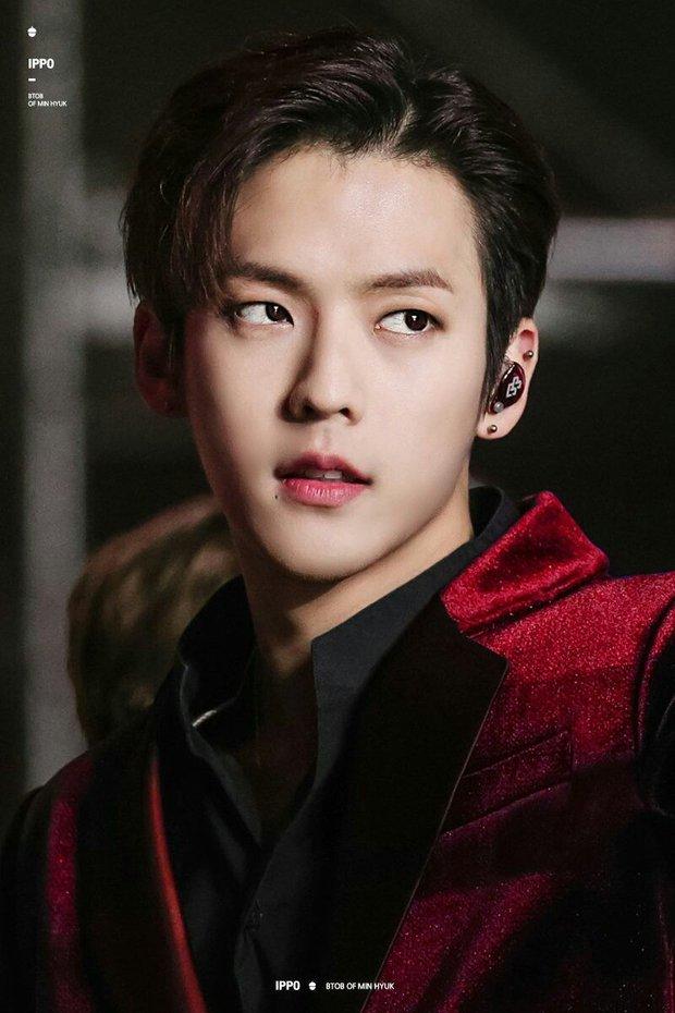 """IU thu thập cả dàn """"hậu cung"""" nam thần khủng nhất Kpop: Từ em út vàng BTS đến loạt nam thần SM, nhìn visual mà ngất! - Ảnh 9."""