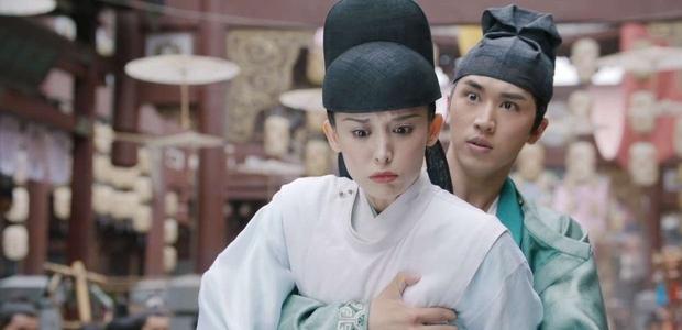 Ôm ngực Cổ Lực Na Trát quá thô ở phim mới, Hứa Ngụy Châu bị chỉ trích nặng vì không tôn trọng phụ nữ - Ảnh 1.