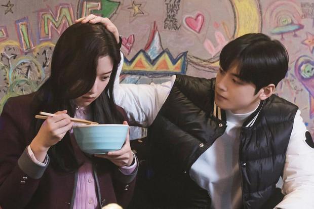 5 câu hỏi cần gấp đáp án ở tập cuối True Beauty: Moon Ga Young ngó lơ nam chính, về bên nam phụ bad boy? - Ảnh 2.