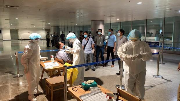 Có kết quả xét nghiệm Covid-19 của hàng ngàn nhân viên sân bay Tân Sơn Nhất  - Ảnh 1.