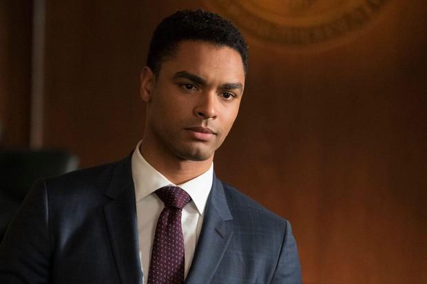 Regé-Jean Page - ông hoàng cảnh nóng Bridgerton: Từ mỹ nam đốt mắt liếm thìa siêu gợi cảm đến ghế Điệp viên 007 kế nhiệm - Ảnh 5.