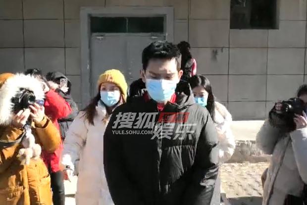 Quân đoàn sao Cbiz nô nức đi ghi hình Gala Tết: Trần Vỹ Đình soái muốn xỉu, Dương Mịch gây chú ý vì chiếc máy đặc biệt - Ảnh 16.