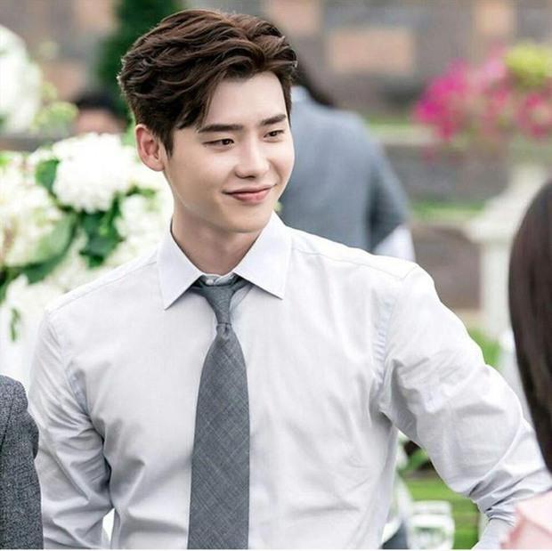 Sau Sehun, tới bạn trai tin đồn của Trịnh Sảng Lee Jong Suk gây choáng nặng vì diện mạo quá lạ và tuột dốc - Ảnh 6.